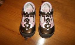 In mint condition.Robeez shoes size 20 euro = 4.5 cad brown and pink with flowers for little girl. Asking $10.00
