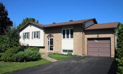 # Bath 2 MLS ID#10632 # Bed 3 Minutes to lots of Rockland amenities, 20 minutes to Orleans & 30 minutes to downtown Ottawa w/buses access. FREEHOLD - $299,900. Looking for a nice private yard? This is it! Nicely appointed Open concept Hi-ranch 3+1 bed, 2