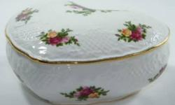 Royal Albert Old Country Roses Covered Heart-Shaped Box