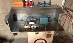 Older model skate sharpener. Needs a touch up I believe a new bearing. Has a little shimmy but other than that runs great... email for more details