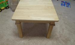 Light wood coloured small square end table. All parts in excellent condition. Perfect for either the den or living room.