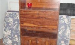 Ideal for small bedroom with limited spaces, good shape, can deliver for $15