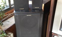 I have 2 big speakers and 3 little one Pioneer, very nice sound , a bit old but in good condition.