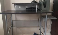 I am selling my staples computer desk, it is in good condition. Located in Gatineau, pick up only. If you are interested, please respond to this ad