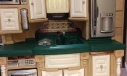 Step 2 Kitchen and all food and accessories. In mint condition. Looks brand new.