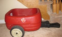 A necessity for all day outings, this trailer attaches easily to the Step2 Wagon for Two Plus or Safari Wagon (sold separately) to bring along bigger loads. It is available in three color options and features durable tires for a smooth and quiet ride.