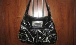 Beautiful Black Steve Madden purse! Great for dressing up or for a casual day! Great size to not seem overbearing yet holds enough for anything you may need to pack with you for the day! An amazing purse to own!