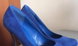 Barely worn like new ! Size 7 Blue heels