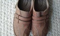 """THESE SHOES ARE IN """"LIKE NEW"""" CONDITION AND ONE OF THE MOST COMFORTABLE SHOES MADE TODAY! TAN/BROWN COLOUR. THEY SELL FOR OVER $100. IN STORES ASKING $30.00"""
