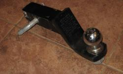 Like new and hardly used  Trailer Ball Mount and safety clip     Asking $20.00  FIRM   call joe 705 229 0512   or e-mail