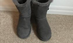 ** Like NEW ** Worn twice Size 9