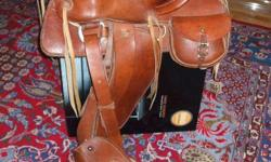 """UNIQUE WESTERN STYLE HORSE SADDLE Beautiful horse saddle of an unmatched leather quality and craftsmanship, handmade and never used. It has 2 saddlebags, one in each side. It has a strong swell or pommel with a solid horn. This is 13""""FQH saddle. This is a"""