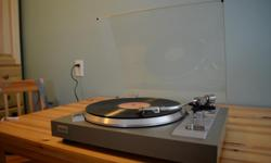 Vintage 1977 Toshiba Stereo Turntable Model SR-A272 Tracking is flawless at pressures as low as a quarter of a gram. In single play, the tonearm parallels the record to provide perfect vertical tracking. All operations are completely flexible and