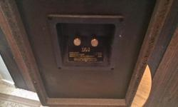 A pair of Celestion DL4. Excellent sound quite neutral and fantastic midrange. Fair and firm price. The grill frame has no fabric.