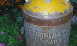 (1) Vintage milk can - Teeswater Creamery with lid, surface rust only. Great shape