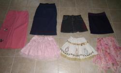 Everything in the picture is for this price. All the clothes are in excellent condition.