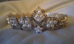 Unique wedding tiara Never worn (bought a different one) $20.00 OBO   Was $150 new