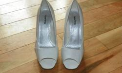 """White High Heals  """"Spring"""" Worn once thicker heal 4 1/2 """" high Size 7"""