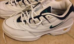 In excellent condition. Worn only a few times - Size 5.5