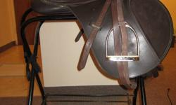 This saddle comes with the girth, stirrup leathers and irons. It is in perfect condition. Comes with the saddle stand.