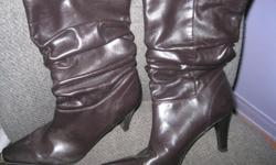 Women's Dark Brown Boots Size 8 Minor wear - in new condition All man made materials Brand - Predictions $10 can meet in west end of ottawa (kanata) or pickup in Constance bay