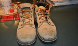 Womens used but in excellent condition ankle height saftey  work boot size 8