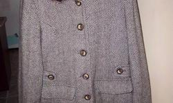 WOMENS 70% WOOL COAT WITH FAUX FUR REMOVABLE COLLAR, EXCELLENT CONDITION, RARELY WORN, TOO BIG, SIZE XL....see my other ads