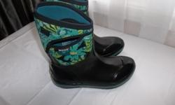 PURCHASED A LITTLE TOO SMALL ,AND WORN A FEW TIMES ONLY BLACK WITH TEAL,LIGHT BLUE COLOR FLOWERS. THE BOGGS ARE WELL KNOWN FOR KEEPING YOUR FEET WARM AND DRY DURING FALL/WINTER/SPRING! WATERPROOF & COMFORT SUPERIOR YTACTION WITH MOISTURE WICKING LINING TO