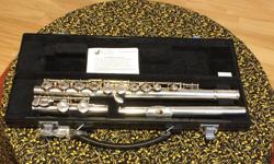 Yamaha 221 Student Flute, Nickel-silver (Silver-plated) c/w Carrying Case. Excellent condition